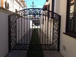 gate installation Van Nuys